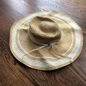 Adorable floppy beach hat ▫️ EUC
